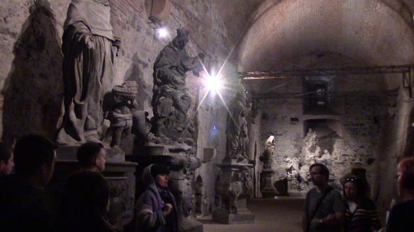 Vysehgradin linnoituksen muurien sisällä majailivat Kaarlen linnan alkuperäiset patsaat