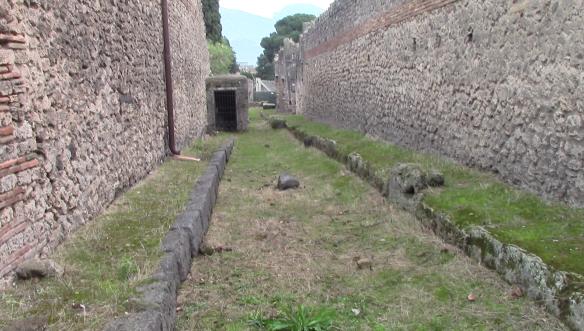 24_pompeii_vlcsnap-2016-10-25-13h47m09s451-9