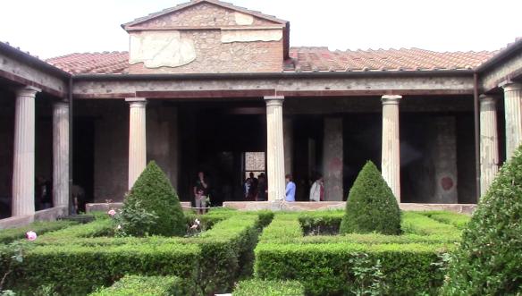 25_pompeii_vlcsnap-2016-10-25-13h47m09s451-11